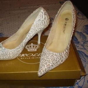 Продаются туфли праздничные женские
