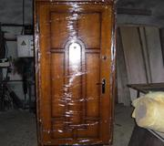 Продам металлическую дверь с обшивкой,  с замком,  цена договорная.